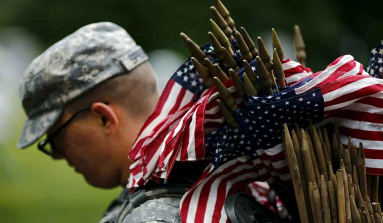 What kind of clothing we can gift on Memorial Day?